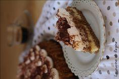 Crostata morbida al tiramisù un dolce buonissimo e gustosissimo, una base morbida aromatizzata al caffè e guarnita di crema al mascarpone golosa.