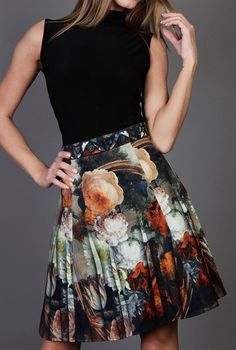Flower skirt  flower pattern printed on coton fabric  model is 1,75m tall.  skirt length: 50cm   * S fits for US 4, UK 8, EU36 * M fits for US 6,