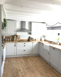 oak flooring Thank you to theoldforgecottage for sharing your lovely Allendale Dove Grey Kitchen. The Rustic Oak worktop and Fast-Fit V Groove Tawny Chestnut Oak flooring sets it off beautifully. For more inspiration, visit Howdens. Rustic Kitchen Decor, Home Decor Kitchen, Country Kitchen, Kitchen Interior, New Kitchen, Kitchen Ideas, Grey Shaker Kitchen, Grey Kitchen Floor, Interior Livingroom