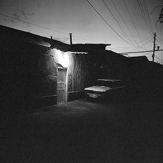 rue sombre, via Flickr.