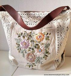 Floral vintage hand embroidered shoulder bag with crochet Floral Shoulder Bags, Embroidery Bags, Crochet Borders, Boho Bags, Patchwork Bags, Fabric Bags, Fabric Purses, Bead Crochet, Handmade Bags