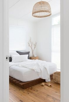 White bamboo cotton quilt cover set and pillowcases in the master bedroom for a fresh summer look