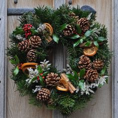 The homemade Natural Wreath is decorated with freshly-cut holly, pine cones, cinnamon sticks and dried orange slices. The Natural Wreath therefore has a wonderful scent. The wreath is all-natural with no plastic decorations. All of our wreaths are unique, having been made from cuttings of Christmas trees grown on our plantations.