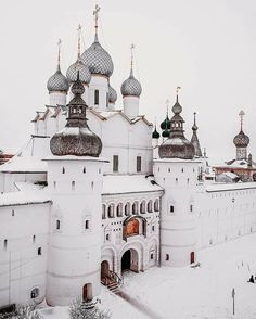Rostov Velikiy is one of the oldest and the most beautiful small towns in Russia. It is located a few hours drive from Moscow. Photo by Great Comet Of 1812, The Great Comet, The Grisha Trilogy, To Infinity And Beyond, Roadtrip, Adventure Is Out There, Kirchen, Oh The Places You'll Go, Adventure Travel