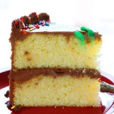 This fool-proof recipes is a hit with everyone! This fool-proof recipes is a hit with everyone! Easy Birthday Cake Recipes, Cupcake Recipes, Dessert Recipes, Baker Recipes, Yellow Birthday Cakes, Happy Birthday Cakes, Yellow Cakes, Tea Cakes, Cupcake Cakes