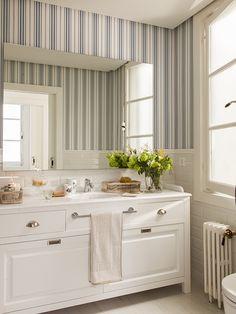 cuarto de baño con papel pintado - cuesta de enero 02
