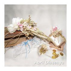 Conjunto para Bodas Civiles. ceremonia boda civil o de segundas nupcias el ramo de novia es de pulsera, el baul para anillos y arras