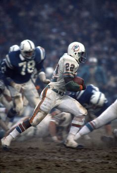 Running back Mercury Morris of the Miami Dolphins carries the ball against the Baltimore Colts during an NFL football game December 1975 at Memorial Stadium in Baltimore, Maryland. Get premium, high resolution news photos at Getty Images 1972 Miami Dolphins, Nfl Miami Dolphins, Nfl Football Games, Football Players, School Football, Football Helmets, Baltimore Colts, Pittsburgh Steelers, Dallas Cowboys