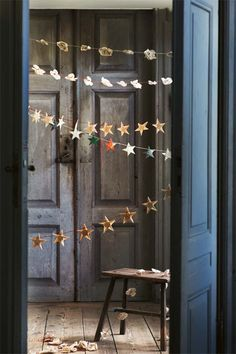 Hand-made paper star garland // toast. DIY Christmas or New Year party decoration. Noel Christmas, Winter Christmas, All Things Christmas, Christmas Crafts, Christmas Decorations, Christmas Garlands, Paper Decorations, Christmas Paper Chains, Christmas Morning