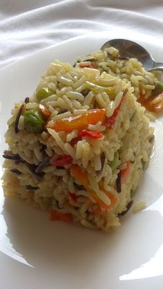 Rice w/Vegetables goes w/anything . translate the page, which is in Greek Side Dish Recipes, Rice Recipes, Veggie Recipes, Cooking Recipes, Healthy Recipes, Cyprus Food, Greek Dinners, Greek Cooking, Dinner Dishes