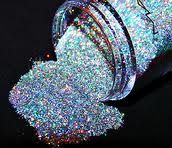 This highly pigmented glitter from #MAC is simply stunning. Has so many dimensions that your eyes will literally sparkle like diamonds... #makeup #eyes #glitter