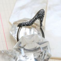 PRECIOUS BLACK HEEL SHOE RING
