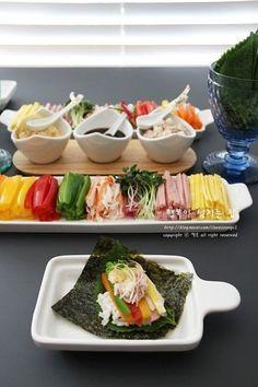 초간단 초대요리! 셀프김밥(LA김밥) : 네이버 블로그 Korean Side Dishes, K Food, Food Menu, Food Design, Asian Recipes, Healthy Recipes, Healthy Appetizers, Korean Food, Food Presentation