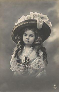Vintage Girl Photo Postcard ~ LAMINAS PARA DECOUPAGE 3 (pág. 729)