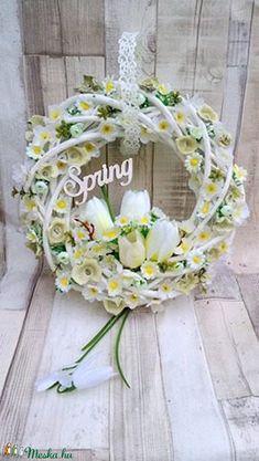 Christmas Arrangements, Floral Arrangements, Wedding Gift Baskets, Wicker Picnic Basket, Easter Wreaths, Summer Crafts, Easter Baskets, Grapevine Wreath, Craft Projects