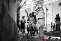 the bride and the groom at Basilica dei Fieschi in San Salvatore di Cogorno