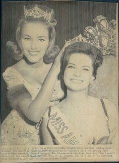 Miss America 1967, Jane Jayroe, Crowned By Debbie Bryant, Miss America 1966