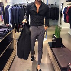 The latest men's fashion including the best basics, classics, stylish eveningwear and casual street style looks. Formal Men Outfit, Men Formal, Formal Dresses For Men, Formal Outfits, Casual Outfits, Mens Fashion Suits, Mens Suits, Classy Mens Fashion, Italian Mens Fashion