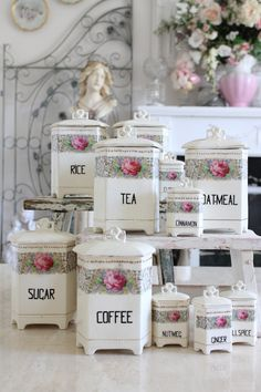 Aren't these rose canisters wonderful for a country cottage or Shabby Chic kitchen! Cottage Shabby Chic, Shabby Chic Mode, Shabby Chic Vintage, Style Shabby Chic, Romantic Cottage, Shabby Chic Kitchen, Romantic Homes, Rose Cottage, Shabby Chic Decor