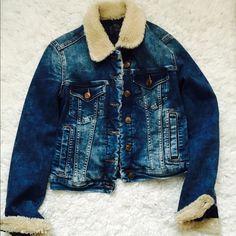 Zara denim jacket Zara denim jacket size S. Really warm, worn couple times Zara Jackets & Coats Jean Jackets