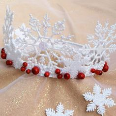 In keeping with her tradition of donning different crowns to fit the seasons, Queen Clarion's holiday tiara features the handiwork of the Winter Woods fairies: glistening snowflakes and bright cranberries and holly berries. Holiday Crafts, Fun Crafts, Crafts For Kids, Noel Christmas, Christmas Morning, Crown Crafts, Navidad Diy, Girl With Hat, Headbands