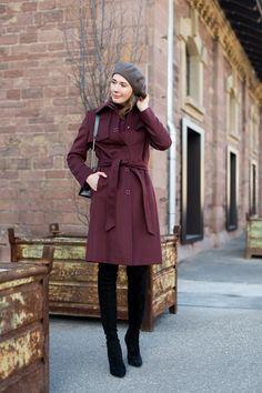 Outfit: 'Bordeaux and Black' | moodforstyle.de - Fashion, Food, Beauty & Lifestyle Blog | Coat: Hugo by Hugo Boss | Sweater: Petit Bateau | Jeans: Zara | Boots: Zara | Bag: Furla | Basque beret: Loevenich | Alter Schlachthof Karlsruhe