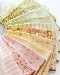 This unique photo is truly a striking style conception. Shabby Chic Quilts, Shabby Chic Fabric, Shabby Fabrics, Shabby Chic Farmhouse, Antique Quilts, Vintage Quilts, Vintage Fabrics, Quilt Storage, Book Quilt