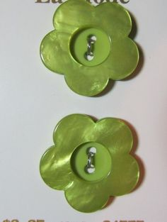 """1950/'s 12 Apple Green Carved 2-hole 9//16/"""" 15 mm Vintage Buttons Casein Buttons"""