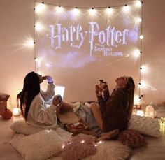 BFF Sleepovers like this 😍❤️ Sleepover bedroom ideas, teenagers bedroom decor ideas, dorm room decor ideas! Sleepover Room, Fun Sleepover Ideas, Girls Sleepover Party, Sleepover Activities, Party Activities, Party Games, Cute Friend Pictures, Best Friend Pictures, Cute Friends