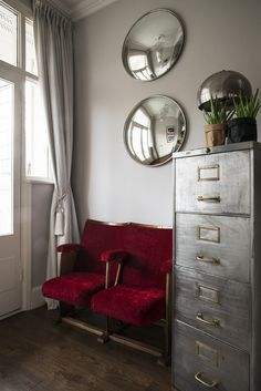 Hallway entryway in East London. Vintage cinema chairs, industrial cabinet and convex mirrors make a practical and cosy entrance. www.hideandseek.london. Photo: Carole Poirot