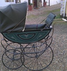victorian pram This really works Pram Stroller, Baby Strollers, Bassinet, Shabby, Silver Cross Prams, Victorian Crafts, Vintage Pram, Prams And Pushchairs, Dolls Prams