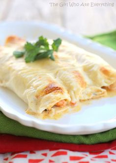 These Creamy Shrimp Enchiladas are a delicious Mexican recipe filled with veggies and shrimp and covered with a rich, creamy sauce. Make this a Creamy Chicken Enchilada recipe and it will be Fish Recipes, Seafood Recipes, Mexican Food Recipes, Cooking Recipes, Drink Recipes, Cooking Tips, Mexican Desserts, Freezer Recipes, Snacks
