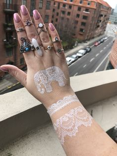 ✨ Hand Candy ✨  • www.glittermama.dk • www.facebook.com/stickertattoos • www.instagram.com/Metallicstickertattoos   👉🏻 www.etsy.com/shop/stickertattoos   World Wide Shipping.  ✨ Festivals & Raves & Other Parties ✨