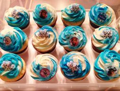 Disney's Frozen cupcakes for Lila's 4th Birthday!