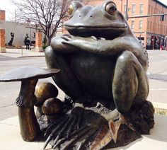 This #FanPhotoFriday feature comes from follower Lynn Reynolds. Do you recognize this friendly face? #VisitLoveland #sculpture #art