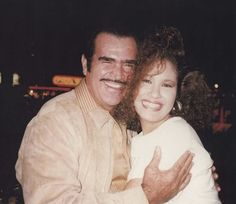 Don Chente y Selena. Selena Quintanilla Perez, Suzette Quintanilla, Mexican American, Rare Photos, American Singers, Hip Hop, Abs, Couple Photos, Music