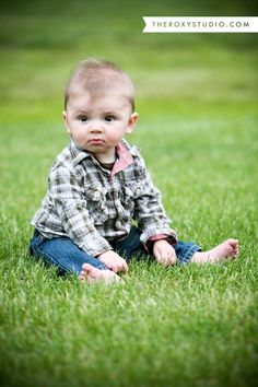 this would be a cute pose for Della, just set her in the grass and snap away Little Boy Photography, Photography Poses For Men, Newborn Baby Photography, Children Photography, Lifestyle Photography, Boy Photos, Baby Pictures, Cute Pictures, Outdoor Baby