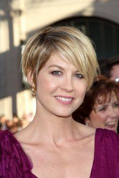 Jenna Elfman has her hair cut in a pixie style. Parted on the side, her razored layers create great texture.