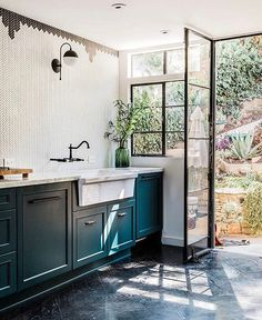 This weeks favorites are up on the blog!  Loving the tile work in this kitchen @candiscayne!