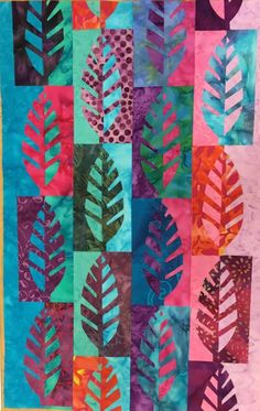 Gillian Travis Die cut images done like this. Leaves butterflies tick Put through die machine in two layers and fold out. Quilting Projects, Quilting Designs, Art Projects, Batik Quilts, Applique Quilts, Notan Art, Arte Elemental, Ecole Art, Tree Quilt