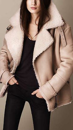 Explore all women's clothing from Burberry including dresses, tailoring, casual separates and more in both seasonal and runway designs Fashion Mode, Look Fashion, Winter Fashion, Fashion Outfits, Womens Fashion, Fashion Trends, Stylish Outfits, Winter Outfits, Outfits Damen