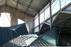 Falso techo poligonal de pladur en Red Bull matadero  //  Langarita y Navarro