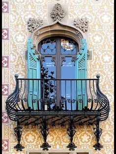 Barcelona Architecture - balcony and window/doors