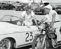 James Dean talking with Ed Kretz at Palm Springs_photograph by Gus Vignolle. Marzo de 1955