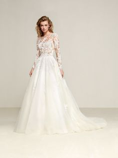 Drizana: Princess style wedding dress with a skirt you will love and a spectacular two-piece effect - Pronovias