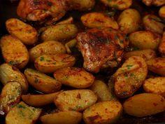 Pulpe+de+pui+cu+cartofi+noi+si+ceapa+verde+la+cuptor