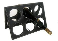 Police na vino do garaze - moznosti: - medene pruty (viz jedna z predchozich fotek) - komaxitova deska s otvory (podobne jako na tomto fotu) - priznane cihly s kulatymi otvory (viz foto z Francie)