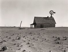 """""""Dusted Out Farmstead,"""" an abandoned farm north of Dalhart, Texas, FSA photographer Dorothea Lange took the picture. Courtesy of Dorothea Lange, Library of Congress. Alfred Stieglitz, Old Pictures, Old Photos, Rare Photos, Rare Images, Vintage Photographs, Funny Pictures, Dust Storm, Dust Bowl"""