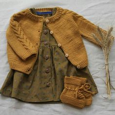 Baby clothes should be selected according to what? How to wash baby clothes? What should be considered when choosing baby clothes in shopping? Baby clothes should be selected according to … Little Girl Fashion, Toddler Fashion, Fashion Kids, Knitting For Kids, Baby Knitting, Knitting Ideas, Vêtement Harris Tweed, Pull Bebe, Kid Styles