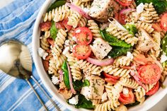 Best Caprese Pasta Salad Recipe - How to Make Caprese Pasta Salad Pasta Salad For Kids, Healthy Pasta Salad, Best Pasta Salad, Pasta Salad Italian, Greek Pasta, Chicken Pasta Salad Recipes, Easy Pasta Salad Recipe, Vegetarian Salad Recipes, Chicken Salad